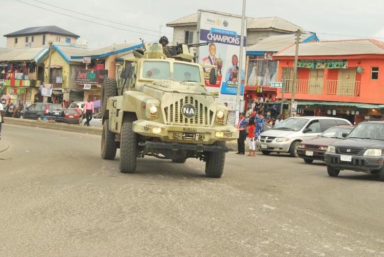 Kham pha xe boc thep Trung Quoc vua giao cho Kenya-Hinh-13