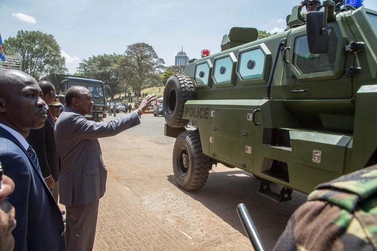 Kham pha xe boc thep Trung Quoc vua giao cho Kenya-Hinh-5