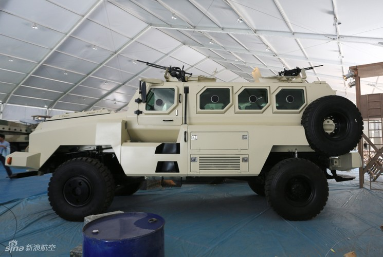 Kham pha xe boc thep Trung Quoc vua giao cho Kenya-Hinh-7