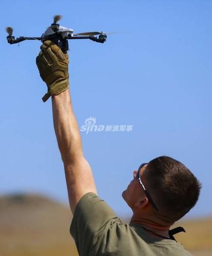 La lung: Quan doi My bat chuoc IS cach dung Flycam-Hinh-7