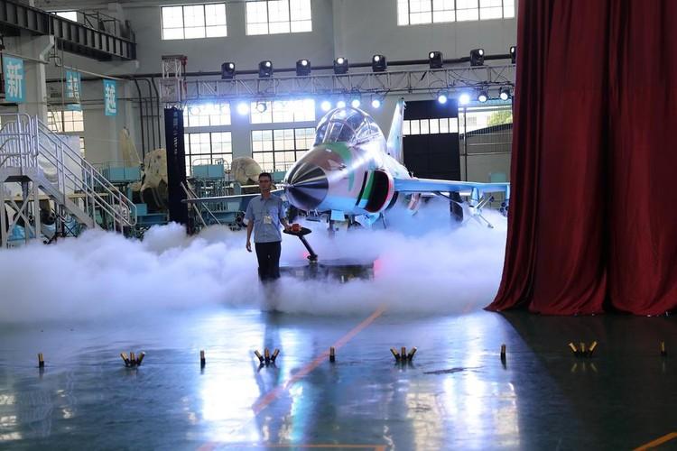 Can canh may bay huan luyen FTC-2000 Trung Quoc moi ra mat-Hinh-2