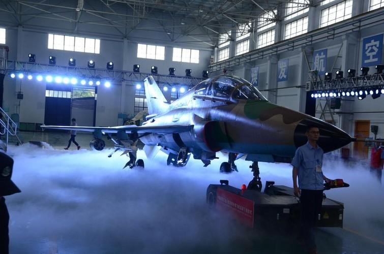 Can canh may bay huan luyen FTC-2000 Trung Quoc moi ra mat-Hinh-7