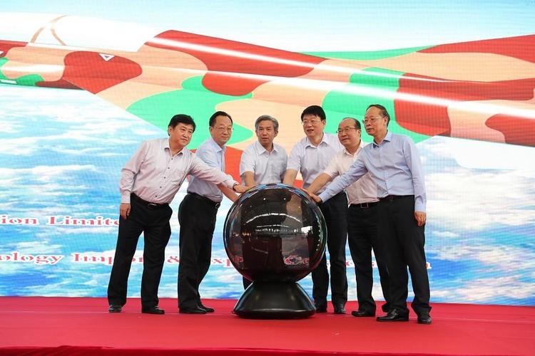 Can canh may bay huan luyen FTC-2000 Trung Quoc moi ra mat