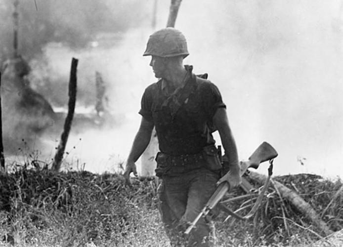 "Sung truong M16 trong chien tranh Viet Nam ""phe"" co nao?-Hinh-10"