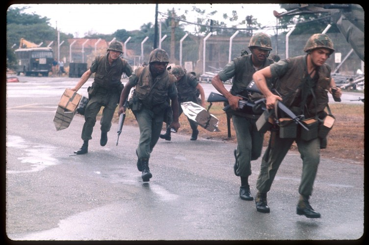 "Sung truong M16 trong chien tranh Viet Nam ""phe"" co nao?-Hinh-11"