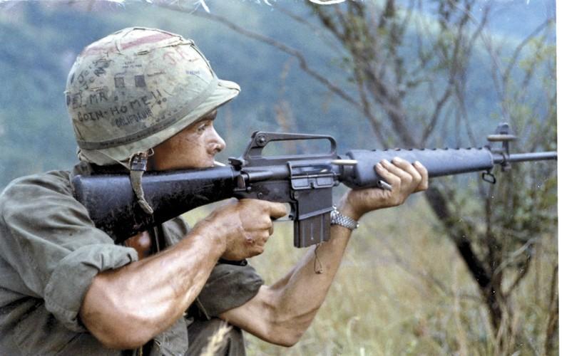 "Sung truong M16 trong chien tranh Viet Nam ""phe"" co nao?-Hinh-2"