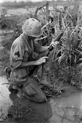 "Sung truong M16 trong chien tranh Viet Nam ""phe"" co nao?-Hinh-3"
