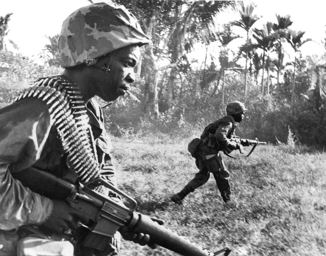 "Sung truong M16 trong chien tranh Viet Nam ""phe"" co nao?-Hinh-4"