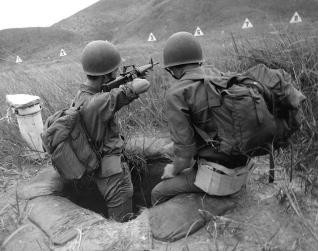 "Sung truong M16 trong chien tranh Viet Nam ""phe"" co nao?-Hinh-5"