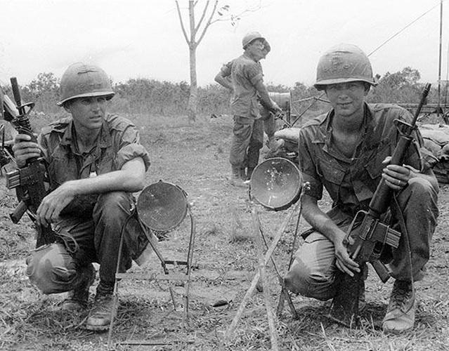 "Sung truong M16 trong chien tranh Viet Nam ""phe"" co nao?-Hinh-6"