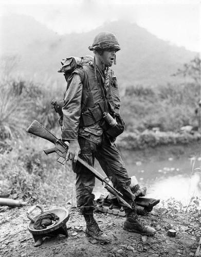 "Sung truong M16 trong chien tranh Viet Nam ""phe"" co nao?-Hinh-7"