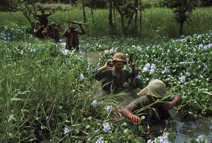 "Sung truong M16 trong chien tranh Viet Nam ""phe"" co nao?-Hinh-8"