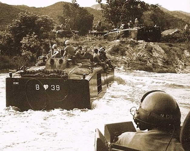 "Vo dung nhu ""xe buyt"" cua TQLC My tren Chien truong Viet Nam-Hinh-9"