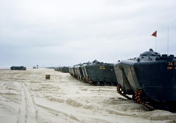"Vo dung nhu ""xe buyt"" cua TQLC My tren Chien truong Viet Nam-Hinh-12"
