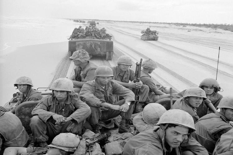 "Vo dung nhu ""xe buyt"" cua TQLC My tren Chien truong Viet Nam-Hinh-7"