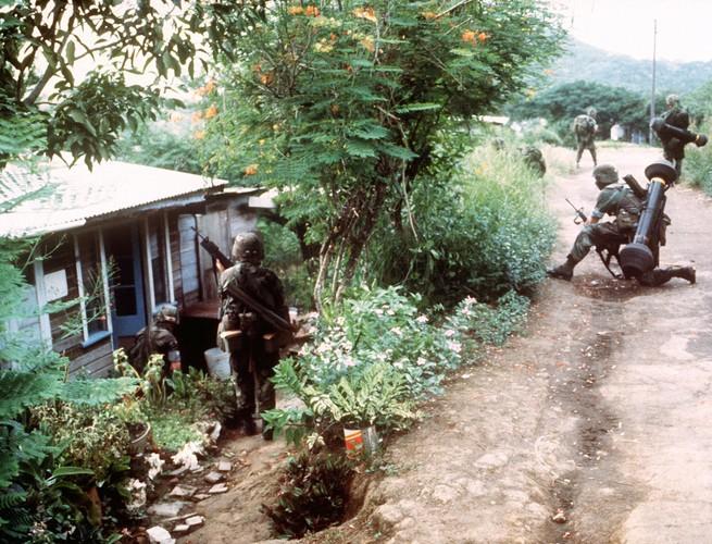"""Xam luoc Grenada: Quan doi My """"rua nhuc"""" su kien Vinh con Lon-Hinh-11"""