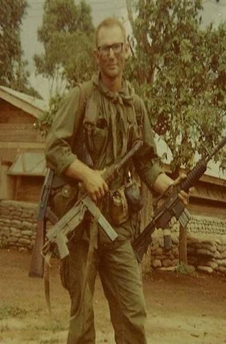 Truoc M16, Biet kich My dung sung gi o Viet Nam