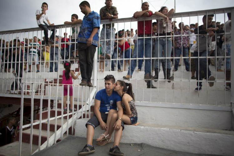 Gioi tre Cuba qua ong kinh phong vien Reuters-Hinh-10