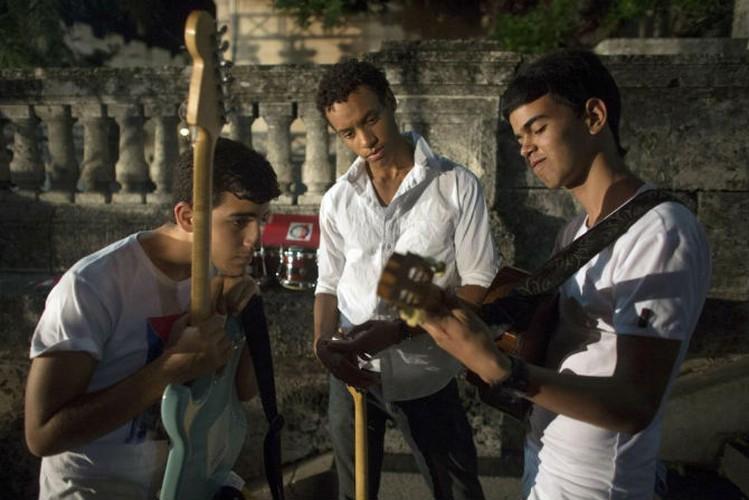 Gioi tre Cuba qua ong kinh phong vien Reuters-Hinh-12