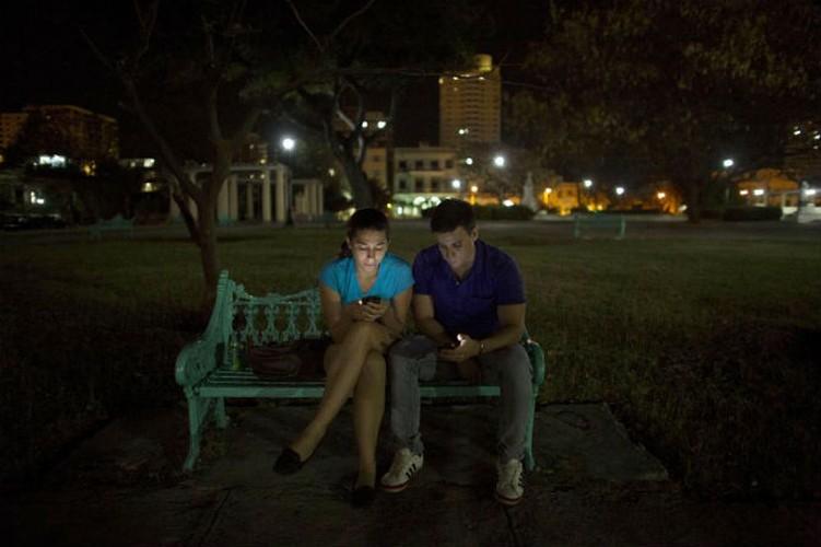 Gioi tre Cuba qua ong kinh phong vien Reuters-Hinh-13