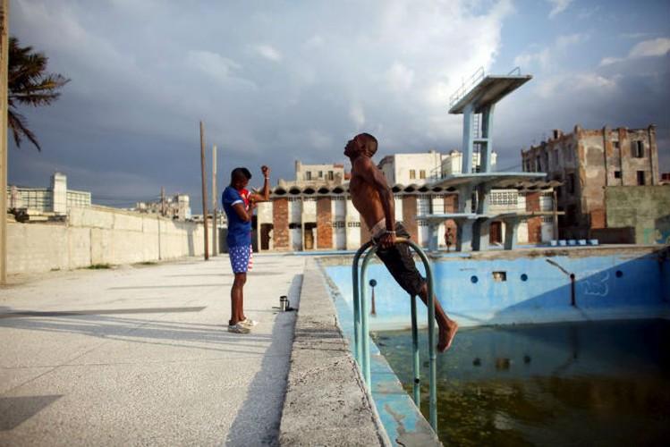 Gioi tre Cuba qua ong kinh phong vien Reuters-Hinh-2