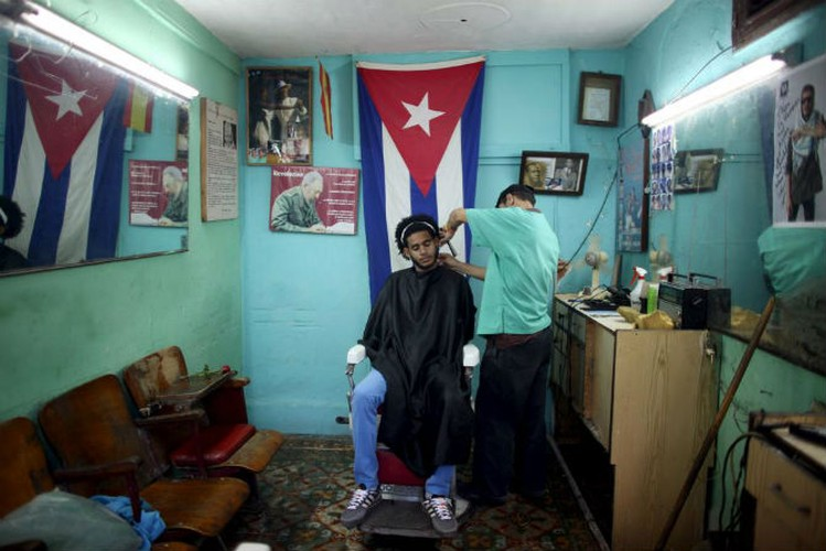 Gioi tre Cuba qua ong kinh phong vien Reuters-Hinh-3