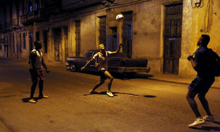 Gioi tre Cuba qua ong kinh phong vien Reuters-Hinh-9