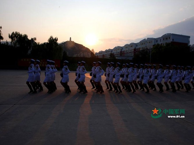 "Ngam dan ""chan dai"" tham gia dieu binh cua Trung Quoc-Hinh-8"