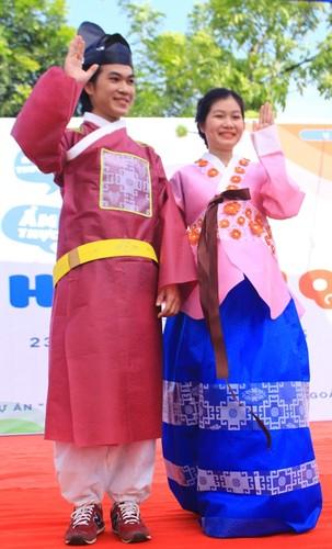 Ngam nu sinh Da Nang  xinh dep trong trang phuc Hanbok-Hinh-10