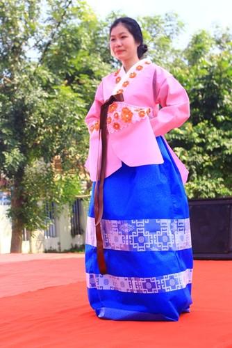 Ngam nu sinh Da Nang  xinh dep trong trang phuc Hanbok-Hinh-11