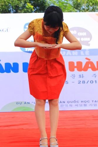Ngam nu sinh Da Nang  xinh dep trong trang phuc Hanbok-Hinh-12
