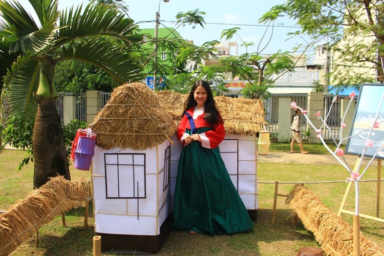 Ngam nu sinh Da Nang  xinh dep trong trang phuc Hanbok-Hinh-13