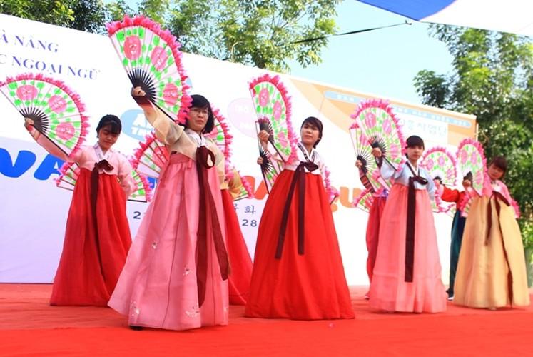 Ngam nu sinh Da Nang  xinh dep trong trang phuc Hanbok-Hinh-4