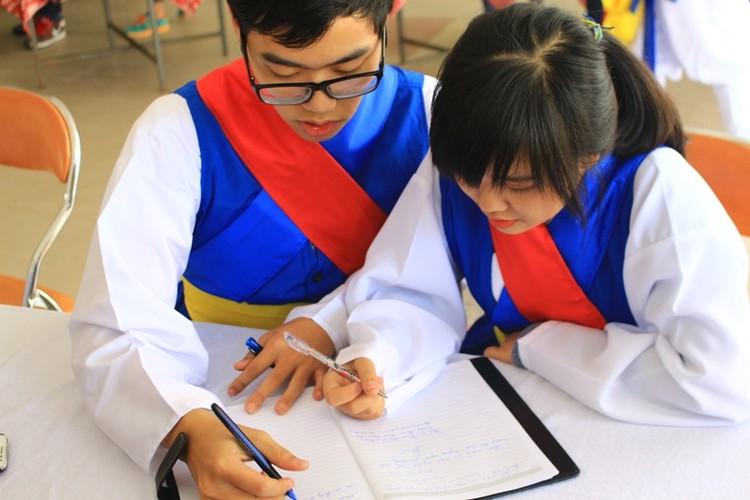 Ngam nu sinh Da Nang  xinh dep trong trang phuc Hanbok-Hinh-8