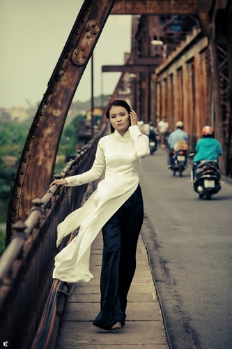 Theo chan ao dai xinh dep dao quanh pho phuong Ha Noi-Hinh-6