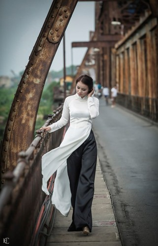 Theo chan ao dai xinh dep dao quanh pho phuong Ha Noi-Hinh-7