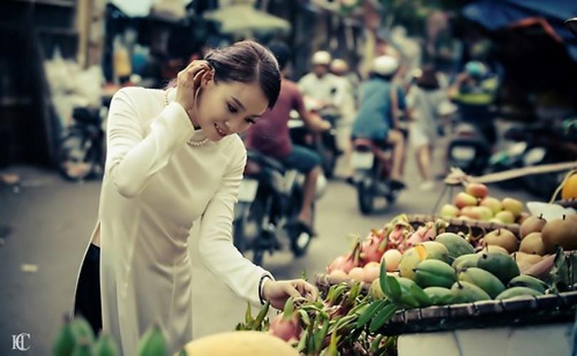 Theo chan ao dai xinh dep dao quanh pho phuong Ha Noi