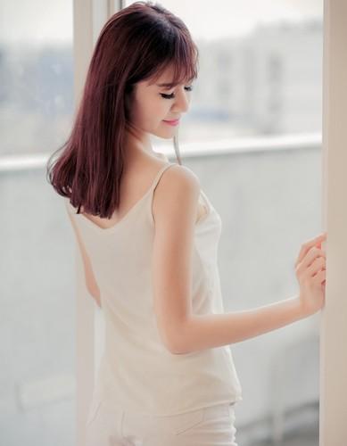 Nu sinh Dai hoc Van hoa khoe chan dai chao tuoi 20-Hinh-11