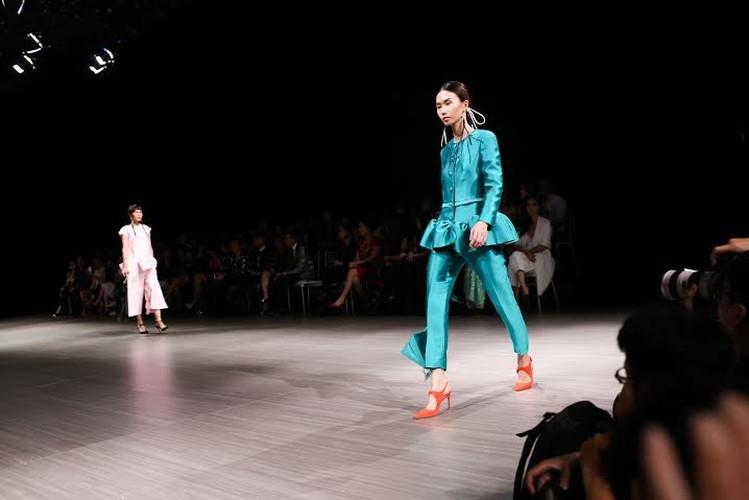 Anna Vo gay an tuong tai Vietnam Designer Fashion Week 2015-Hinh-11