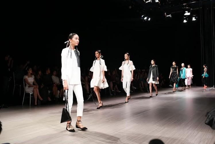 Anna Vo gay an tuong tai Vietnam Designer Fashion Week 2015-Hinh-3