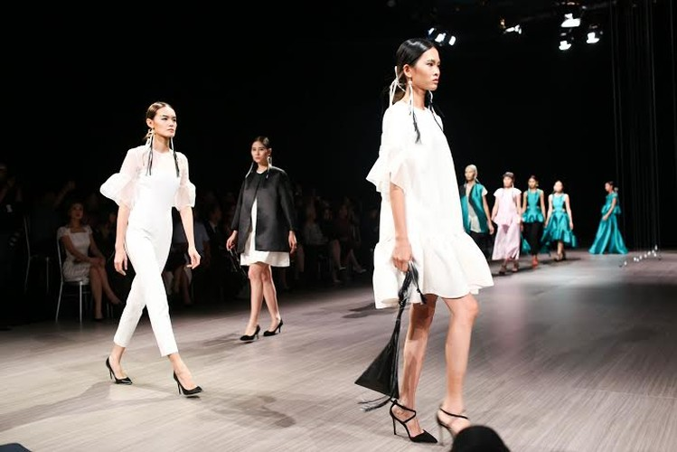 Anna Vo gay an tuong tai Vietnam Designer Fashion Week 2015-Hinh-5