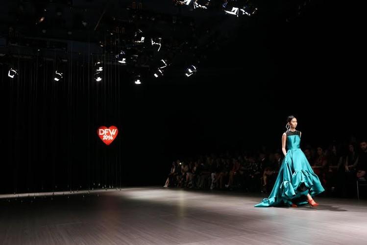 Anna Vo gay an tuong tai Vietnam Designer Fashion Week 2015-Hinh-6