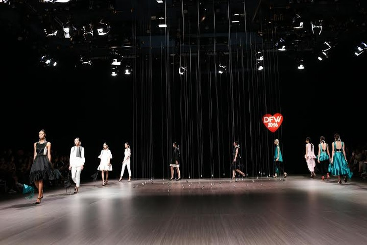 Anna Vo gay an tuong tai Vietnam Designer Fashion Week 2015