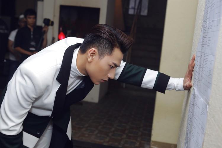 Hau truong tat bat trong liveshow 12 ty cua Dam Vinh Hung-Hinh-12