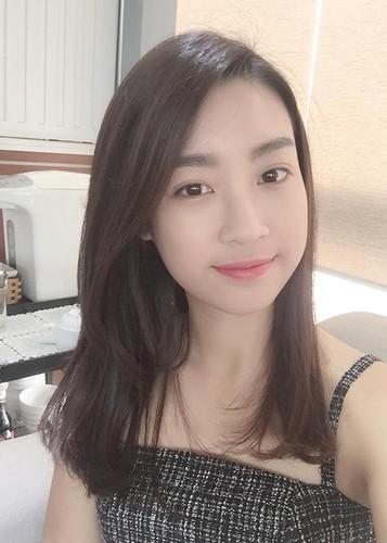 Hoa hau Do My Linh tre trung hon voi kieu toc moi-Hinh-2