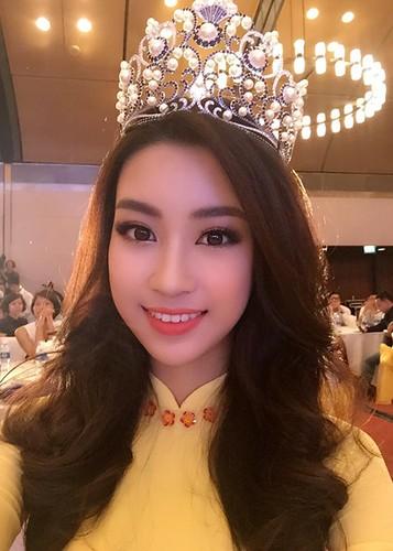 Hoa hau Do My Linh tre trung hon voi kieu toc moi-Hinh-5