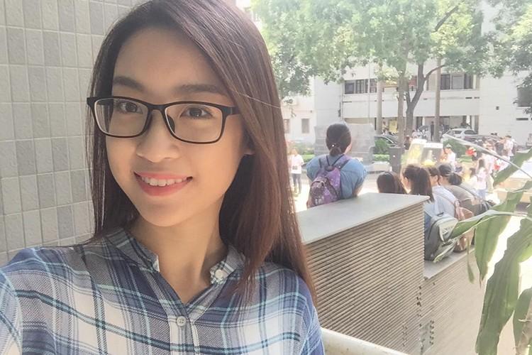 Hoa hau Do My Linh tre trung hon voi kieu toc moi-Hinh-9