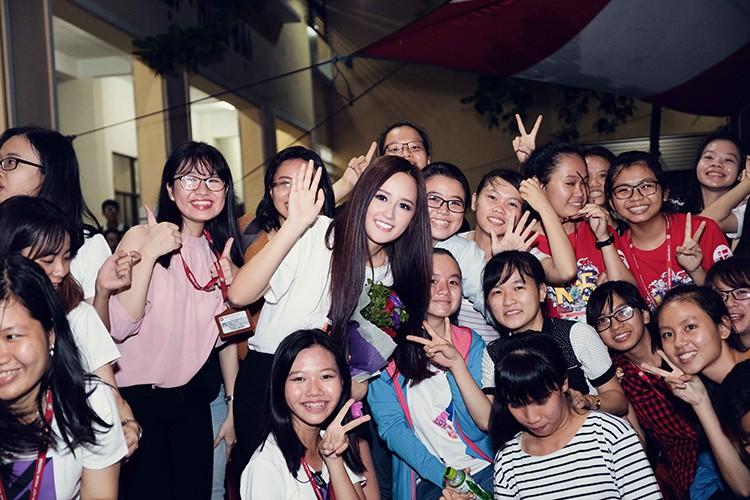 Mai Phuong Thuy tu tin do sac cung A hau Thuy Dung-Hinh-12