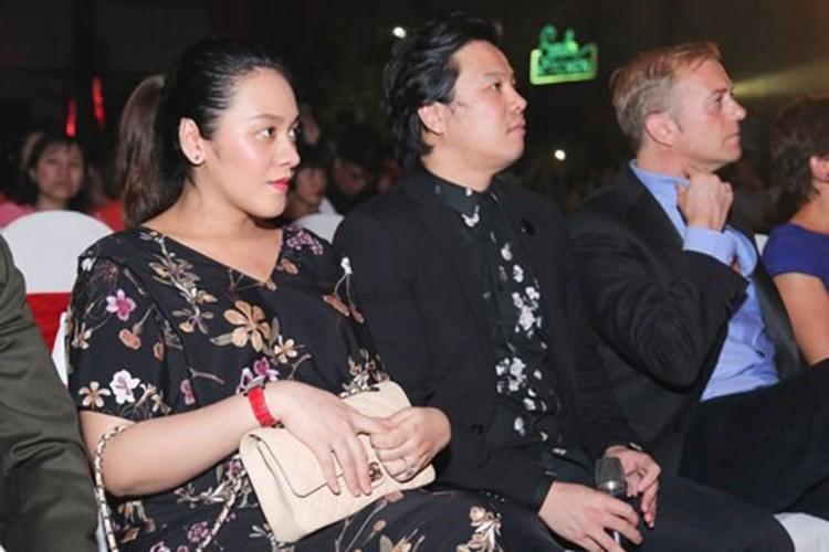 Hon nhan vien man cua Dan Truong Thanh Bui ben vo dai gia-Hinh-11