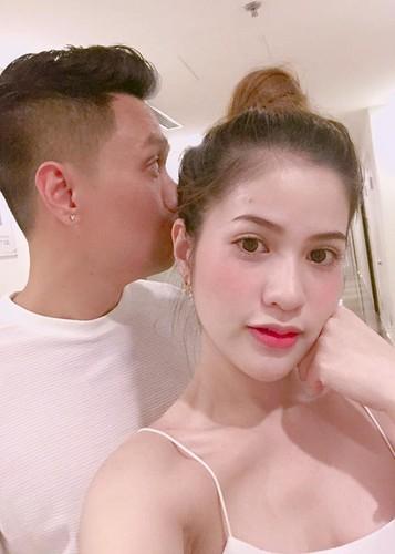 Vo dien vien Viet Anh hanh phuc khoe bung bau lum lum-Hinh-8
